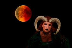 blood-moon-elke.jpg