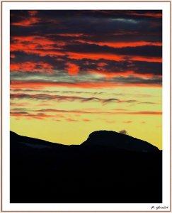 Farbe über den Bergen.JPG