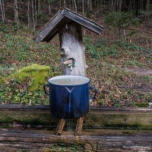 Frisches, kühles Quellenwasser