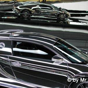 """Spiegellack-Bugatti in der """"Autostadt"""""""