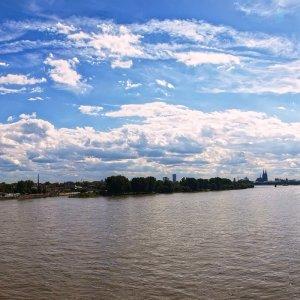Von der Mühlheimer Brücke nach Köln
