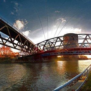 Brücke durch Brücke ...