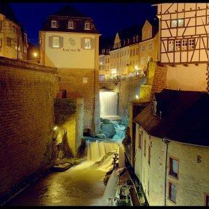Saarburg bei Nacht