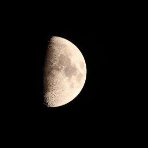 Der Mond mit 1000 mm Brennweite